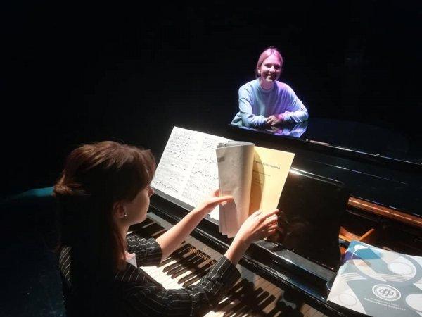 Mladi u operi (9)